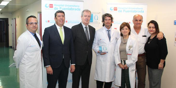 El Hospital Universitario de Fuenlabrada descubre la placa de Acreditación QH+ 2 estrellas de la Fundación IDIS por su esfuerzo en la mejora de la calidad asistencial